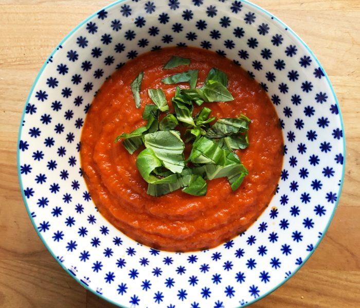 Tomaatti(-veriappelsiini)keitto